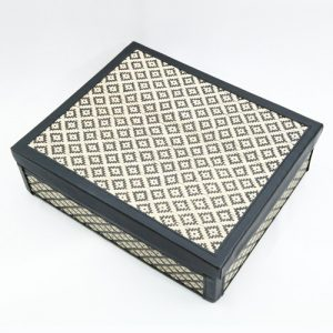 Kelarai-Gift-Box-with-PVC---Side-(3)